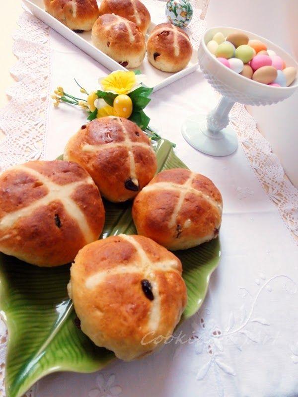 Ζεστά γλυκά σταυρο-ψωμάκια / Hot Cross Buns !