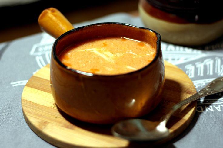 Zupa na diecie ketogenicznej - pomidorowo-serowa