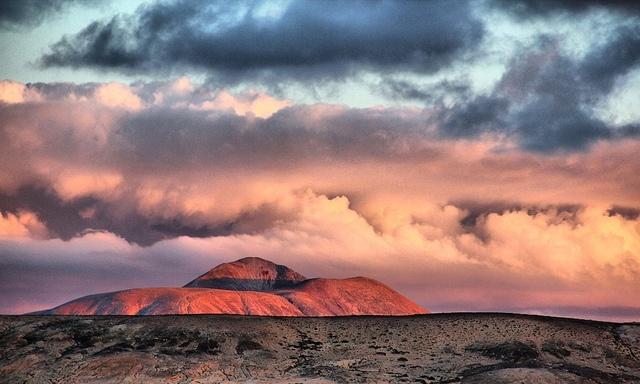 Fuerteventura, Mountain between Lajares, La Oliva and Villaverde...lovely color