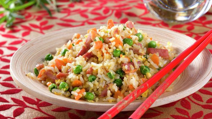 Fastfood behøver ikke å være usunt - stekt ris er et godt eksempel på at mat kan være raskt å lage og samtidig sunt og godt! Denne varianten kommer fra Singapore.