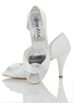 Classic and elegant, these bridal shoes are perfect for a special day - GF Bridal Couture