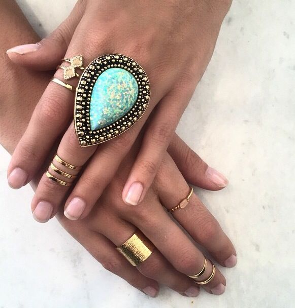 Oh wow. Now this is pretty. Samantha Wills' Bohemian Bardot ring in Crushed Opal. Gorgeous!