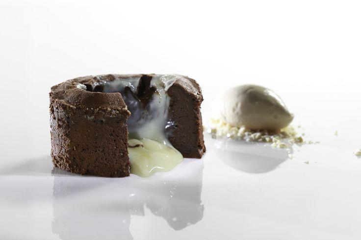 Σουφλέ με 2 είδη σοκολάτας και παγωτό καραμέλα