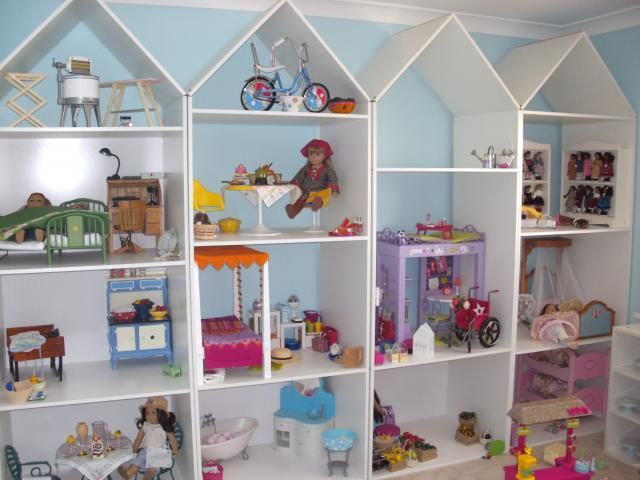 """18 inch dol house out of a bookshelf 