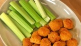 Umm... Delish. Mini Spicy Buffalo Chicken Balls