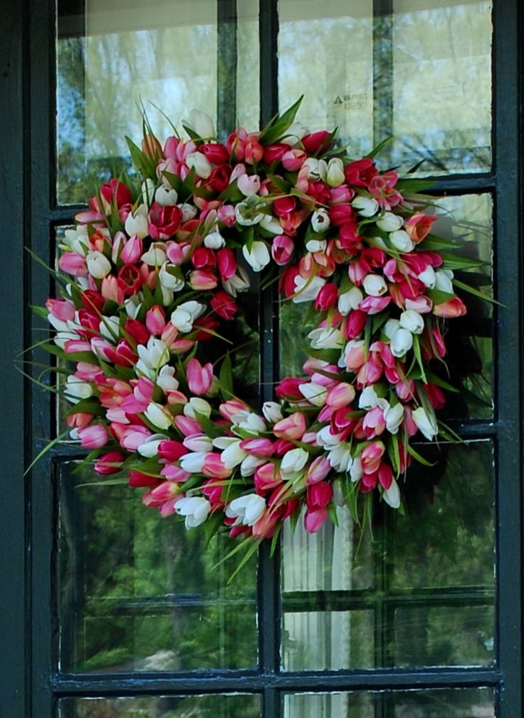 Tulips are my absolute favorites!  I love this wreath made with faux tulips!: Tulip Wreath, Faux Tulips, Spring Wreath, Spring Tulip, Valentine, Wreaths, Favorite Flower