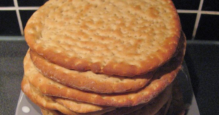 Baka ditt eget polarbröd.  Ingredienser  5 dl vatten  50 g margarin  50 g jäst  ½ dl sirap  1 tsk salt Ca 16 dl ...