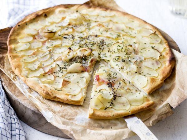 Pizza met fijne aardappelplakjes en rozemarijn (Libelle Lekker!)