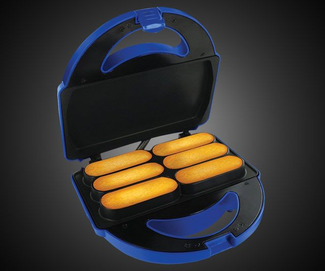 Homemade Twinkie Maker! OMG!! Imagine... a twinkie... but triple the filling...mmmm
