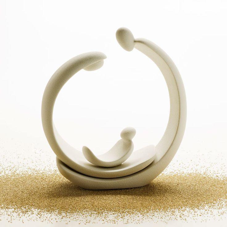 L'essenza del Presepe di Angelo Spagnolo è racchiusa nei semplici gesti progettuali, straordinariamente evocativi, che hanno plasmato queste forme. Il significato del Natale racchiuso ed espresso in quest'elegante disegno di gres porcellanato di Lineasette. colore: caolino – fumo – latte – caffè – tortora – ardesia – grigio – blu – india – luna SN682 …