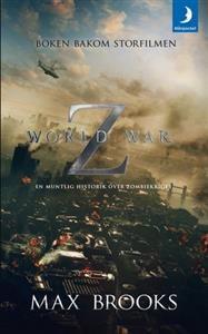 """Sommaren 2013 har Världskrig Z rullat varm på bioduken, baserad på den bästsäljande boken av Max Brooks. Den har blivit kallad """"världens bästa zombieroman"""" och berättar historien om en namnlös författare som bestämmer sig för att föra en muntlig historik över de överlevandes erfarenheter från det apokalyptiska zombiekriget."""