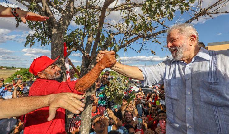 """O juiz Márcio Braga Magalhães, da 2ª Vara Federal de Teresina, negou nesta quinta-feira (31) pedido advogada Sarah Cavalca Sobreira para suspender a entrega de título de """"doutor honoris causa"""" pela Universidade Federal do Piauí (UFPI) ao ex-presidente Lula; em seu despacho, o juiz entendeu que o pedido não tem fundamento legal para justificar o postulado do """"fumus boni juris"""", ou seja, a """"fumaça do bom direito"""". Com a decisão, a UFPI está liberada para entregar a..."""