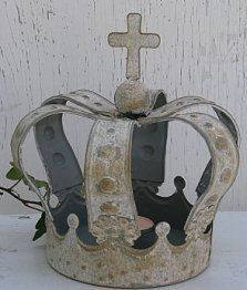 Cardboard Crown (with link to diy PDF template & tutorial)  Use this to translate page:  http://www.bing.com/translator
