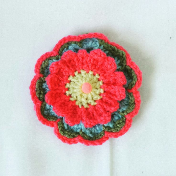 Having fun with some yarn leftovers. These beautiful crochet flowers are great addition to refresh your wardrobe and accessories: bags, dresses, hats, headbands, scarves....