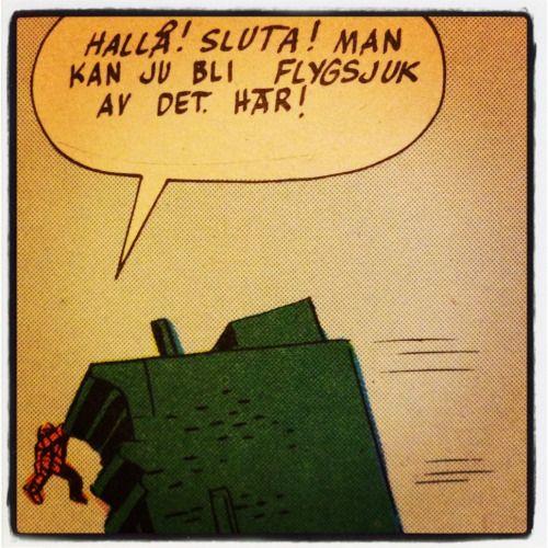 Bamsen hänger bland höghusen. – Fantastiska Fyran, ur Spindelmannens superhjälte album [sic!] 1975 - Man kunde särskriva redan på 70-talet.