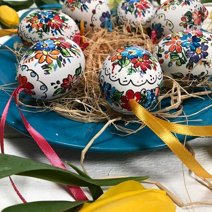 Ile razy w dzieciństwie zdarzyło Wam się zniszczyć wydmuszkę próbując wydobyć wnętrze jajka?🐣🥚🐣To nie takie proste 😀 #sztukaludowa #sztukazrobieniawydmuszki #pisanki #opolskie #pisankiopolskie #ludowe #opolskiewzory #nawielkanoc #wydmuszki  #ludoweinspiracje #robotkireczne #rekodzielo #wielkanoc2017 #folkstar