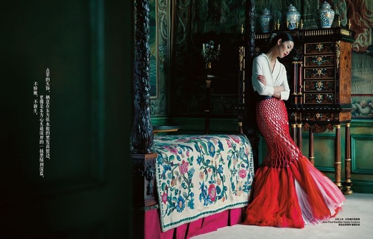 Gracing the December 2015 issue of Harper's Bazaar China, Liu Wen looks as elegant as ever in this editorial captured by Sun Jun. Stylist Wilson Huang selects gorgeous gowns and dresses from top brands like Roberto Cavalli, Stephane Rolland Haute Couture, Ermanno Scervino and Jean Paul Gaultier. Related: Liu Wen is an Elegant Vision in …