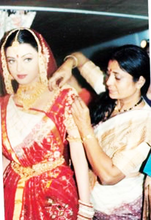 Aishwarya Rai Bachchan being draped by Kalpana Shah, learn more about 'Kalpana' and different ways of Saree Draping here-http://kalpanashah.in/about.htm