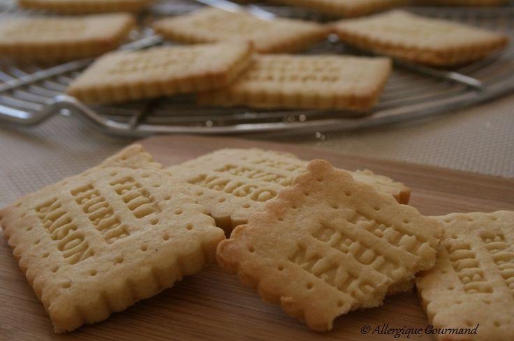 Recette facile, biscuits croquants comme les véritables petits beurres, mais le tout totalement conçu pour les personnes allergiques, notamment au blé ( gluten). Dans l'originalité, j'ai mis du lait de coco dans ma recette au lieu de l'eau. Le parfum...