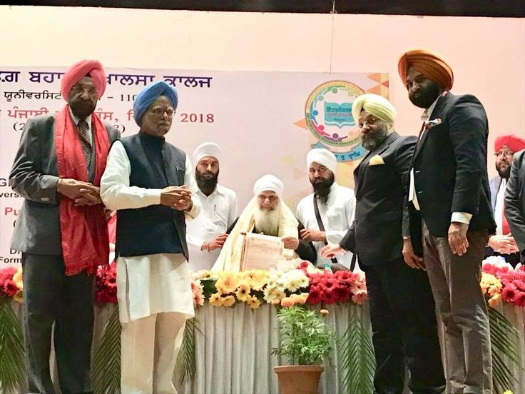 #JustInPics Glimpses from International #PunjabiConference organised by Sri Guru Tegh Bahadur #KhalsaCollege, organised today.  Baba Iqbal Singh ji was honoured with a #Citation by Dr Manmohan Singh, Former Prime Minister of India