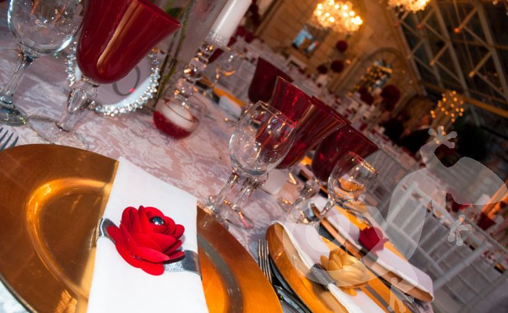 21st stunning party, napkin detail, gold underplate, roses