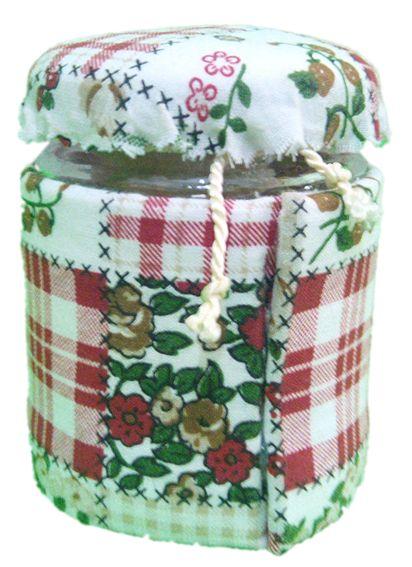 Barattolino in vetro per profumazione armadi, cassetti o piccoli ambienti. Inserite le vostre essenze liquide senza estrarre il sacchetto assorbente, lasciando poi il tappo poggiato, ma non avvitato sul barattolino, quindi ponetelo dove volete che la vostra essenza disperda il suo aroma.