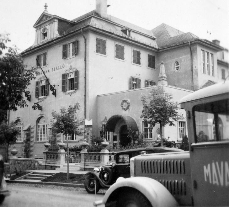 Klapka György (Szmrecsányi Lajos) utca, Korona szálló (ma Park Hotel).