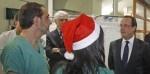 Politique Actualités - Pour la Saint-Sylvestre, Hollande en visite à l'hôpital Lariboisière - http://pouvoirpolitique.com/actualites/pour-la-saint-sylvestre-hollande-en-visite-a-lhopital-lariboisiere/