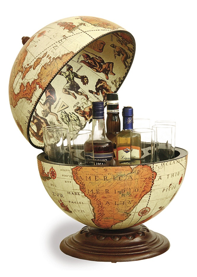 Bar globe #leenbakker #inspiratie voor op de hoog glans witte dressoir