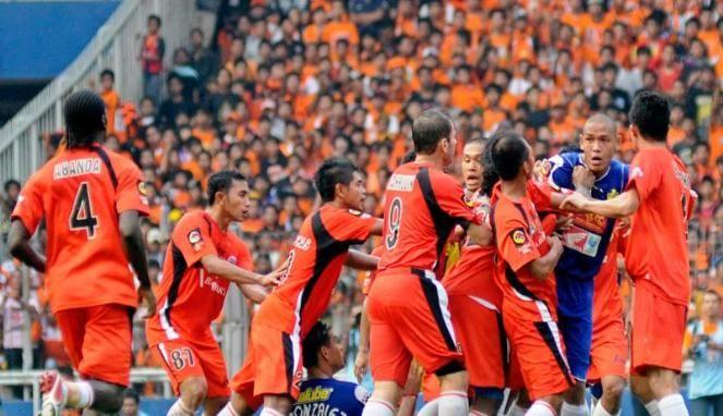 Hasil Pertandingan Persepam MU vs Persija 13 Juni 2013 ISL – Agenbola855.com - Persija berhasil mencuri tiga angka usai menundukkan tuan rumah Persepam Madura United dengan skor tipis 1-0 pada lanjutan kompetisi ISL, Kamis (13/6/2013).   Berlaga di Stadion Gelora Bangkalan, gol semata wayang Persija disarangkan oleh Rohit Chand.