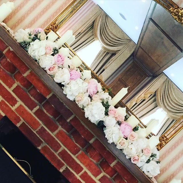 The Hampshire suite looked beautiful for yesterday's wedding @tylneyhallgardens #tylneyhall #hampshire #hampshirewedding -#peonies #roses