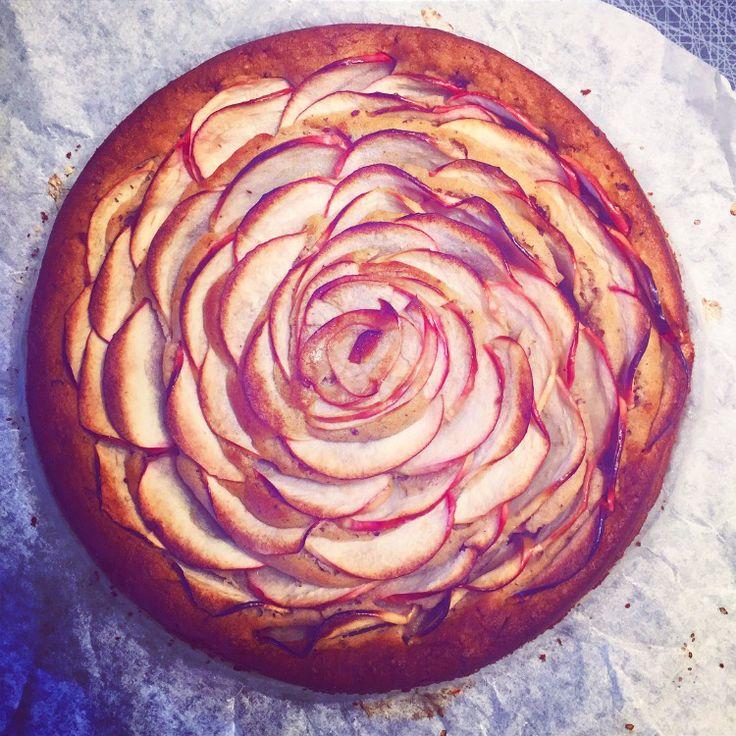 Healthy Vegan Applecake sweetned with dates!