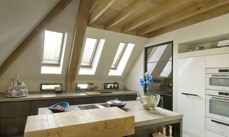 Inspiratie voor licht in uw keuken met een schuine wand. Kijk voor meer inspiratie op www.fakro.nl #FAKRO #dakraam #daglicht