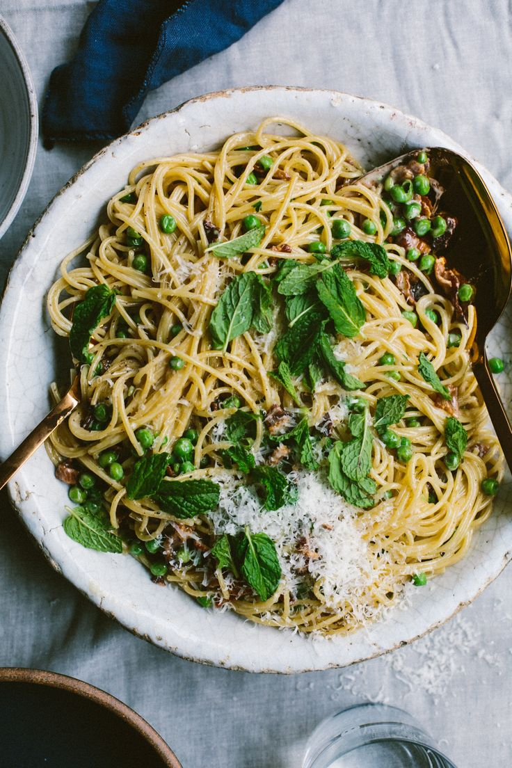 Creamy Spaghetti with Bacon, Peas and Mint