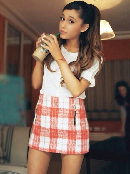 Ariana Grande has an adorable style, I love it!