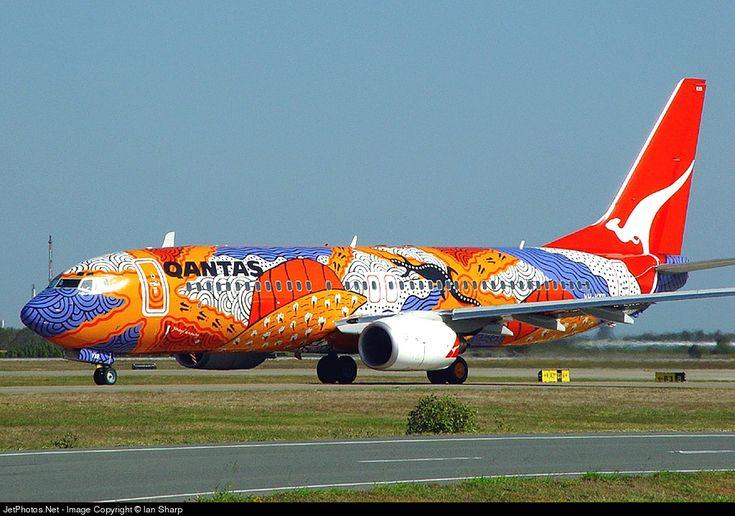 Boeing 737-838, Qantas, VH-VXB, cn 30101/1045, 168 passengers, first flight 18.12.2001, Qantas delivered 16.1.2002. Active, for example 8.10.2016 flight Brisbane - Perth. Foto: Brisbane, Australia, 13.10.2002.