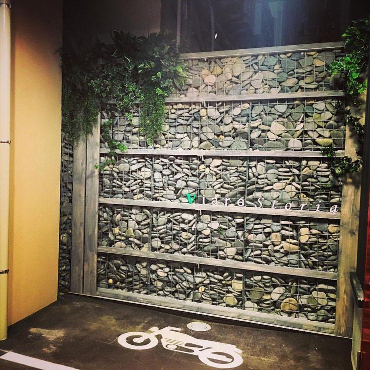カッコいいのできた。 ステキ。 これで、横の敷地の通り抜けや、タバコのポイ捨てされない。 #ガビオン #外構 #庭 #グリーン #植物 #デザイン - minomino