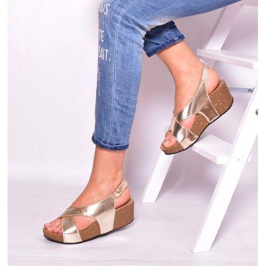 Trendy zlaté dámske sandále na platforme - fashionday.eu