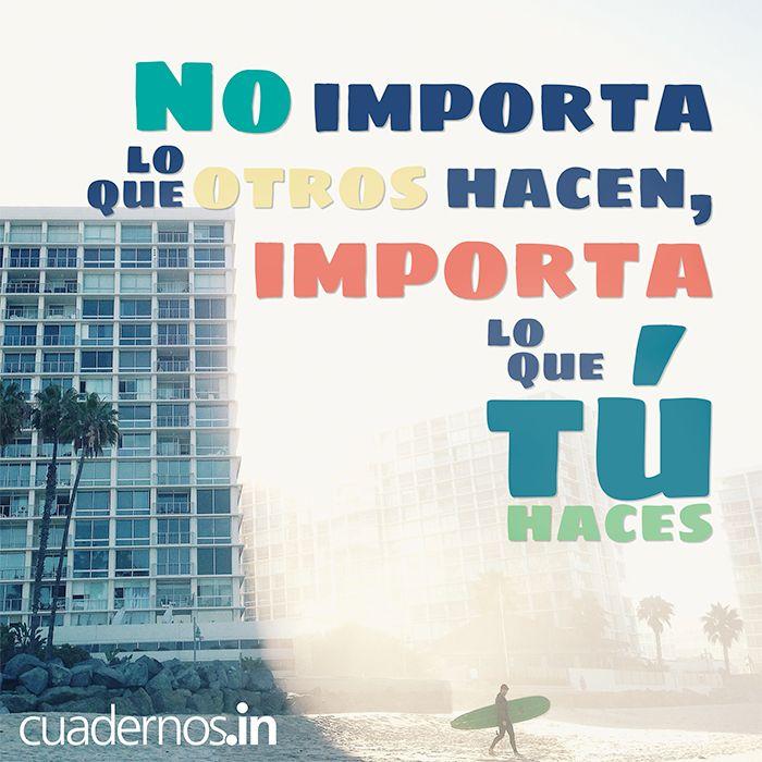 No importa lo que otros hacen, importa lo que tú haces. #Actitud #Frases #Ganadores #Accion #Surfer #Playa #Citas