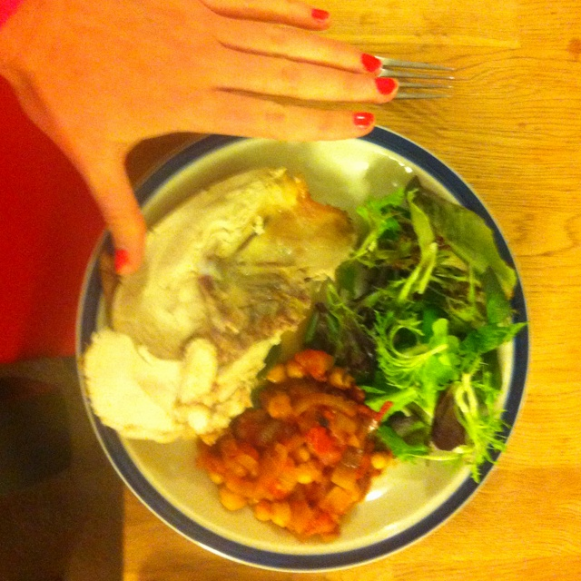 #4HB four hour body Dinner. Roast chicken breast (delicious lemony crunchy skin still on!), chickpeas in spicy napolitana sauce, fresh salad. Also a decent glass of red.