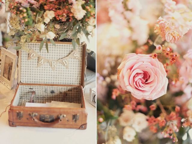 Rustikale Hochzeitsdekoration im Vintage-Stil mit Accessoires aus dem Antiquitätenladen