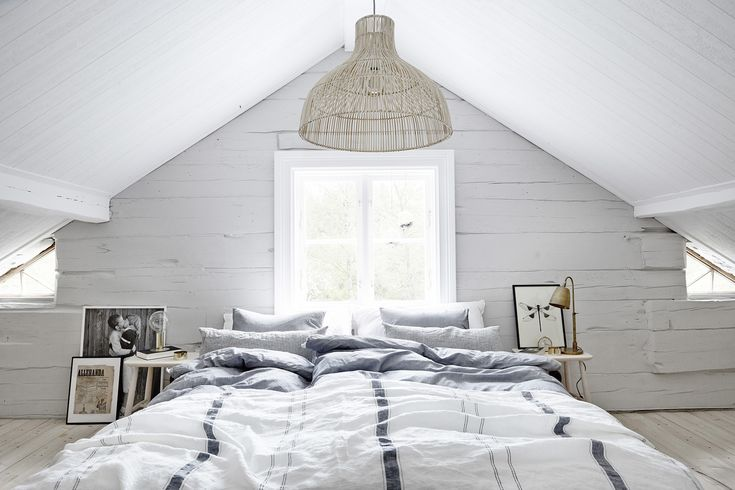 Photo: Sara Landstedt Styling; Johanna Pilfalk Interiör, interior, countryhouse, lantställe, pastell, pastel, pastels, soft, interiordecorations, old, bedroom, bed, lamp, bedlinnen