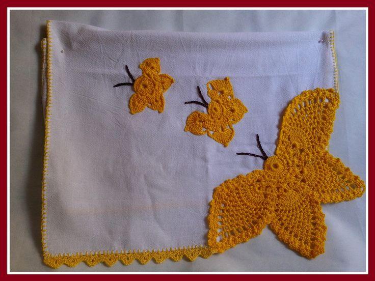 COLEÇÃO BICOS E PENAS! LIndos panos de prato feitos com aplicações em crochÊ ou faixas de ponto cruz com acabamento em crochê!