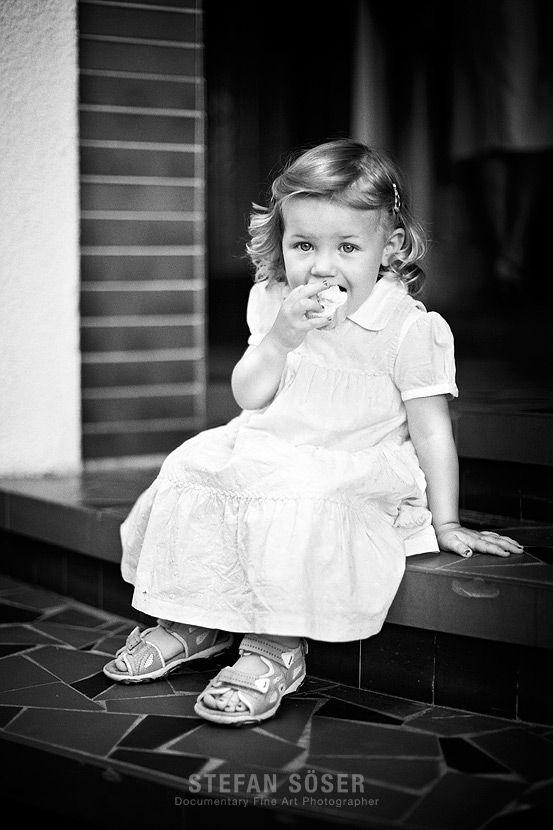 11 best Hochzeitsfotos mit Kind images on Pinterest  Wedding shot Wedding pictures and Newlyweds