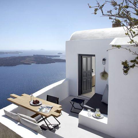 Imerovigli   Santorini @honeymoon_petra_villas #santorini #imerovigli #cyclades #greekislands #greece #beautifulgreece #greecestagram