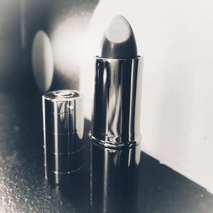 4/7 I am posting 7 #BlackAndWhite pictures with no explanation. I love the idea because some pics need no explanation at all  tagging @chillkaroyaar today to take it up . . . . . #lipstick #makeup