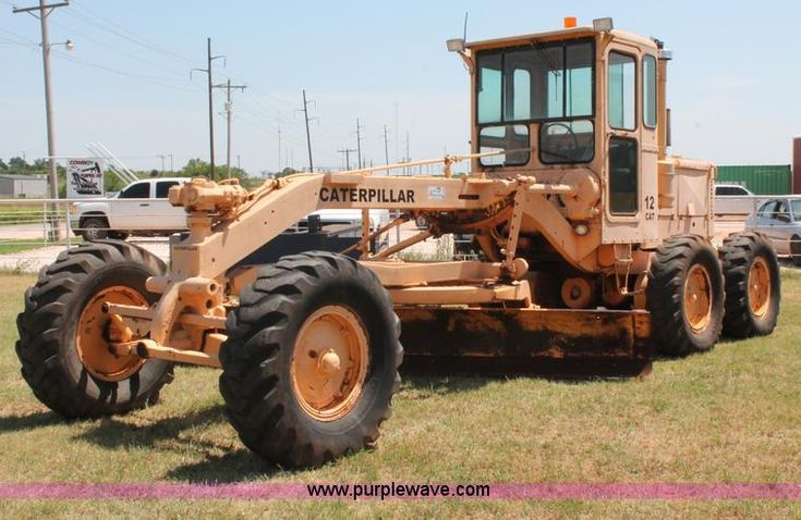 image for item K8786 1958 Caterpillar 12 motor grader - https://www.purplewave.com/auction/160728/item/K8786