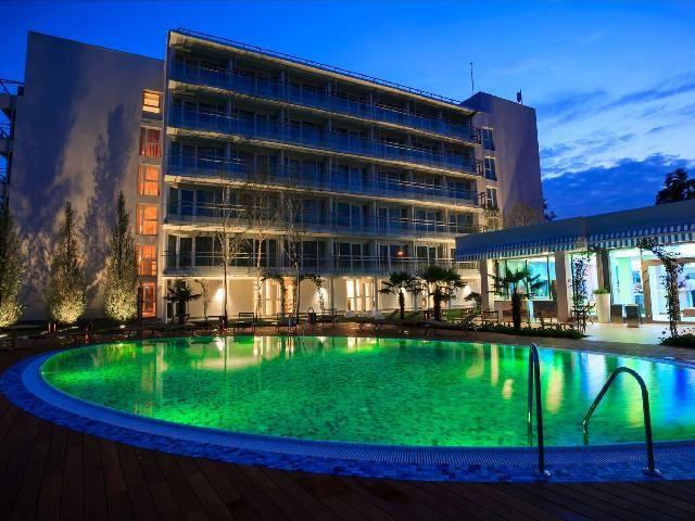 Hotelul Inter Venus este un hotel de lux cu un design arhitectural modern clasificat cu 5 stele.