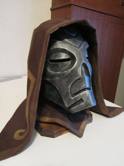 An amazing Skyrim Dragon Priest mask by Tumblr user props-n-at! Check out the link for more pictures and a sort of visual/written tutorial. Part 1 of the process is at this post: http://props-n-at.tumblr.com/post/69951165035/so-its-been-a-while-since-i-posted-anything