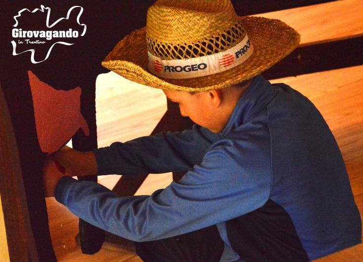 """La Festa degli agriturismi trentini, che si è svolta nella giornate del 20 e 21 aprile scorsi, è stata anche l'occasione per """"cementare"""" alcune fondamentali alleanze fra questo mondo e quello delle Pro Loco e della filiera formativa della gastronomia con la qualificata presenza degli allievi del corso di alta formazione gastronomica del Cfp Enaip di Tione. http://www.girovagandointrentino.it/puntate/2013/primavera/agriturismi/agriturismi.htm"""